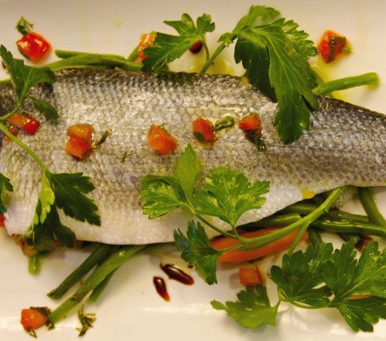 FRESH FISH AND ISAUTIER WHITE AGRICULTURAL RUM: AN EXQUISITE COMBINATION
